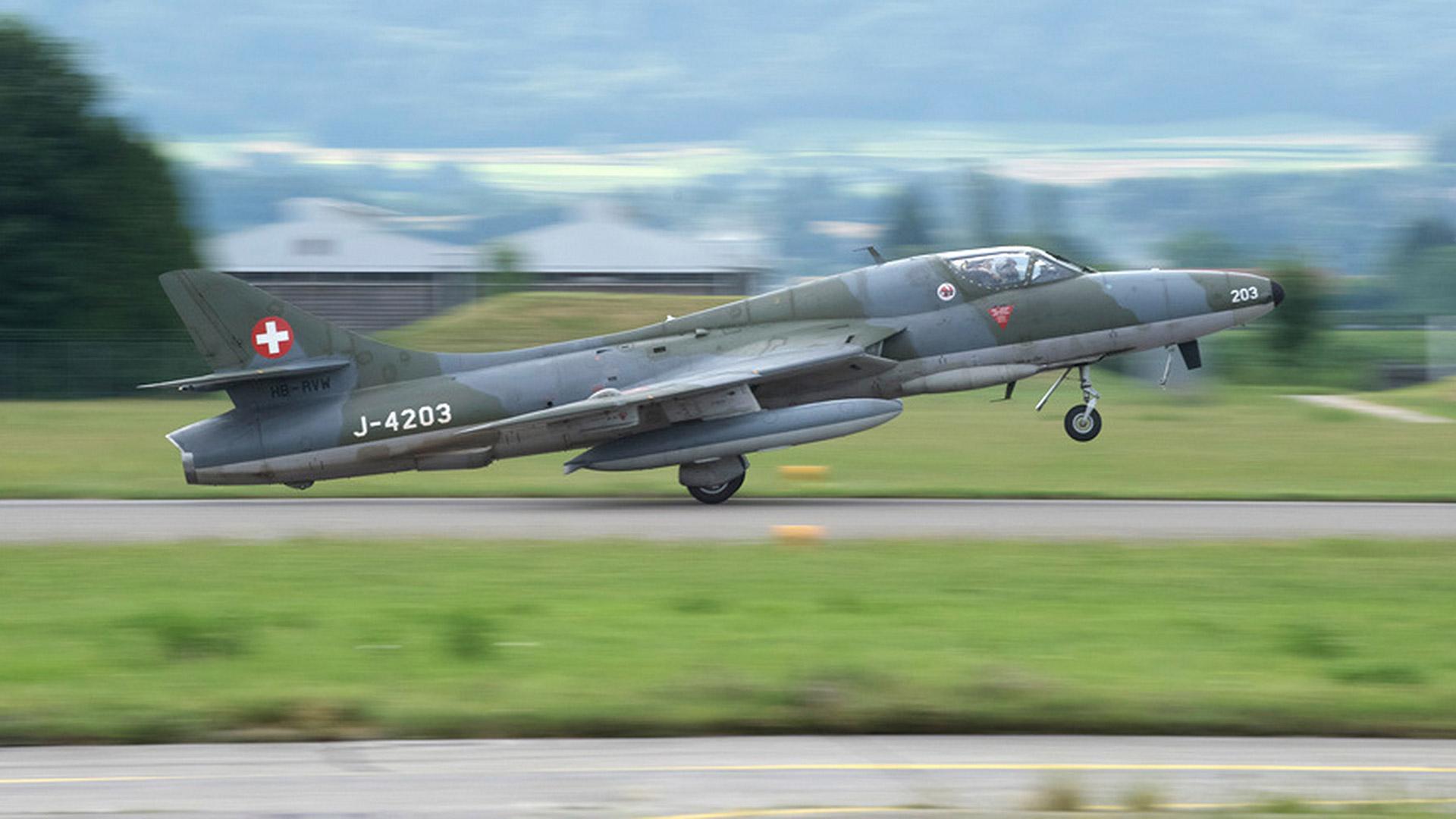 Vol en Hawker Hunter en Suisse